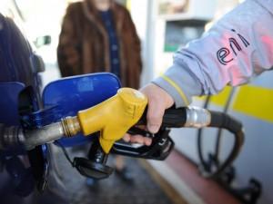 prezzo-benzina-scende